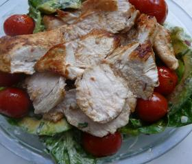 Cumin chicken and avocado salad