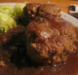 Meatballs in onion gravy