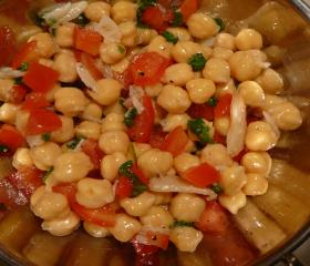 Chickpea and roasted garlic salad