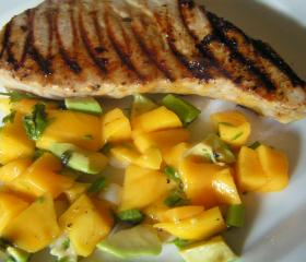 Mango tuna with tropical salsa