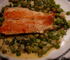 Fried salmon with shaken peas
