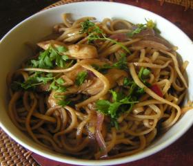 Stir fried noodles with chicken