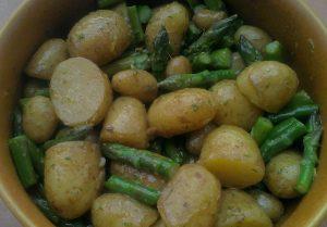 Garlicky new potato and asparagus salad