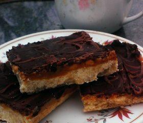 Savoury caramel shortbreads